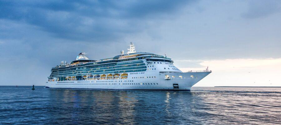 Cruise Ship – Festive Lunch & Show